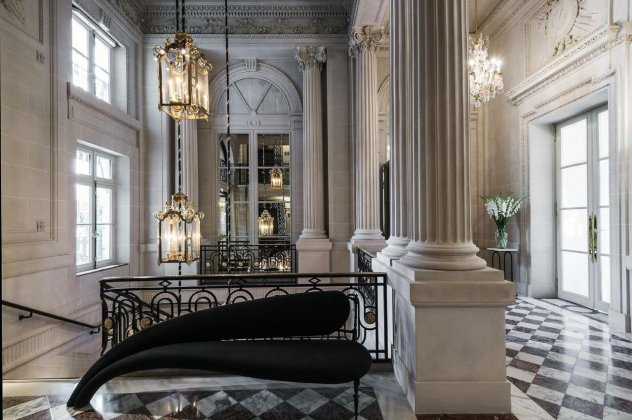 "Hotel de Crillon: λουσάτες σουίτες, με την υπογραφή του ""Κάιζερ"" Karl Lagerfeld (φωτογραφίες)"