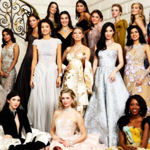 Οι νέες ντεμπιντάντ της υψηλής κοινωνίας ψάχνουν πλούσιους γαμπρούς στο Παρίσι (φωτογραφικό υλικό)