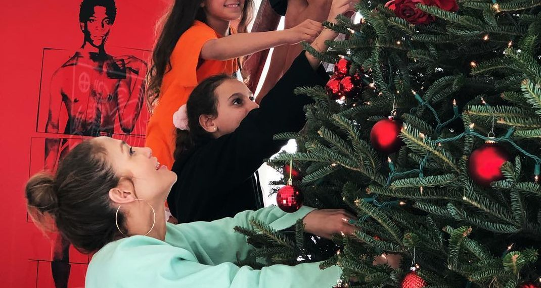 Oh, Christmas tree: πάρε ιδέες για τον στολισμό του από J.Lo., Madonna & Catherine-Zeta-Jones