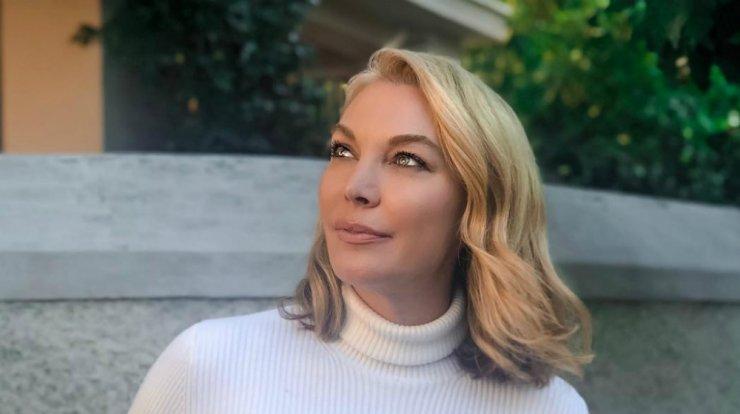 """Θέμος Αναστασιάδης: η Τατιάνα Στεφανίδου """"λύγισε"""" στην εξόδιο ακολουθία του - τι αποκάλυψε (βίντεο)"""
