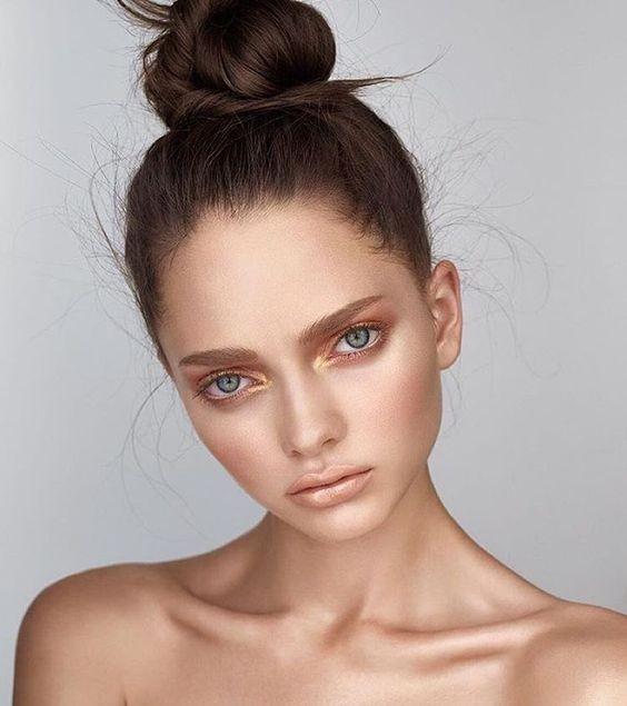 Άψογα -και όχι ψεύτικα- φρύδια: το σωστό μακιγιάζ