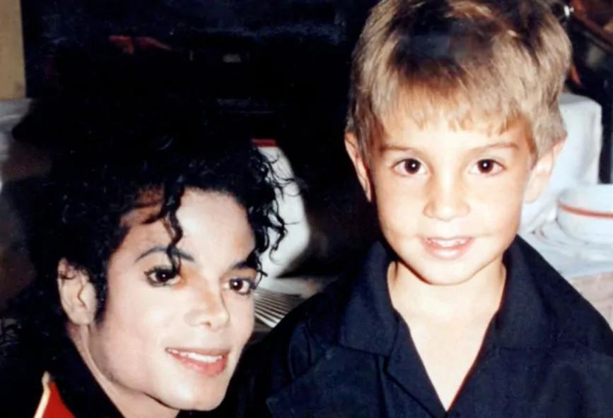 """Leaving Neverland"": ξεκίνησε η προβολή του ντοκιμαντέρ-σοκ για τον Michael Jackson"