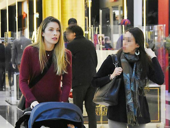 Shopping και βολτίτσα για το ζεύγος Μαριέττας Χρουσαλά-Λέοντα Πατίτσα (φωτογραφίες)