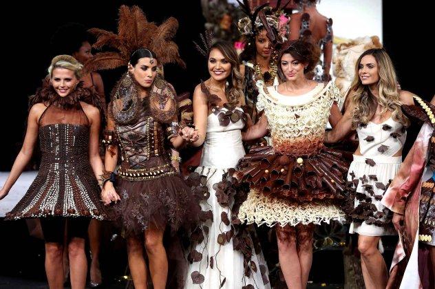 Μη με φας, φόρεσέ με: μια πεντανόστιμη επίδειξη μόδας με σοκολάτα (φωτογραφίες)