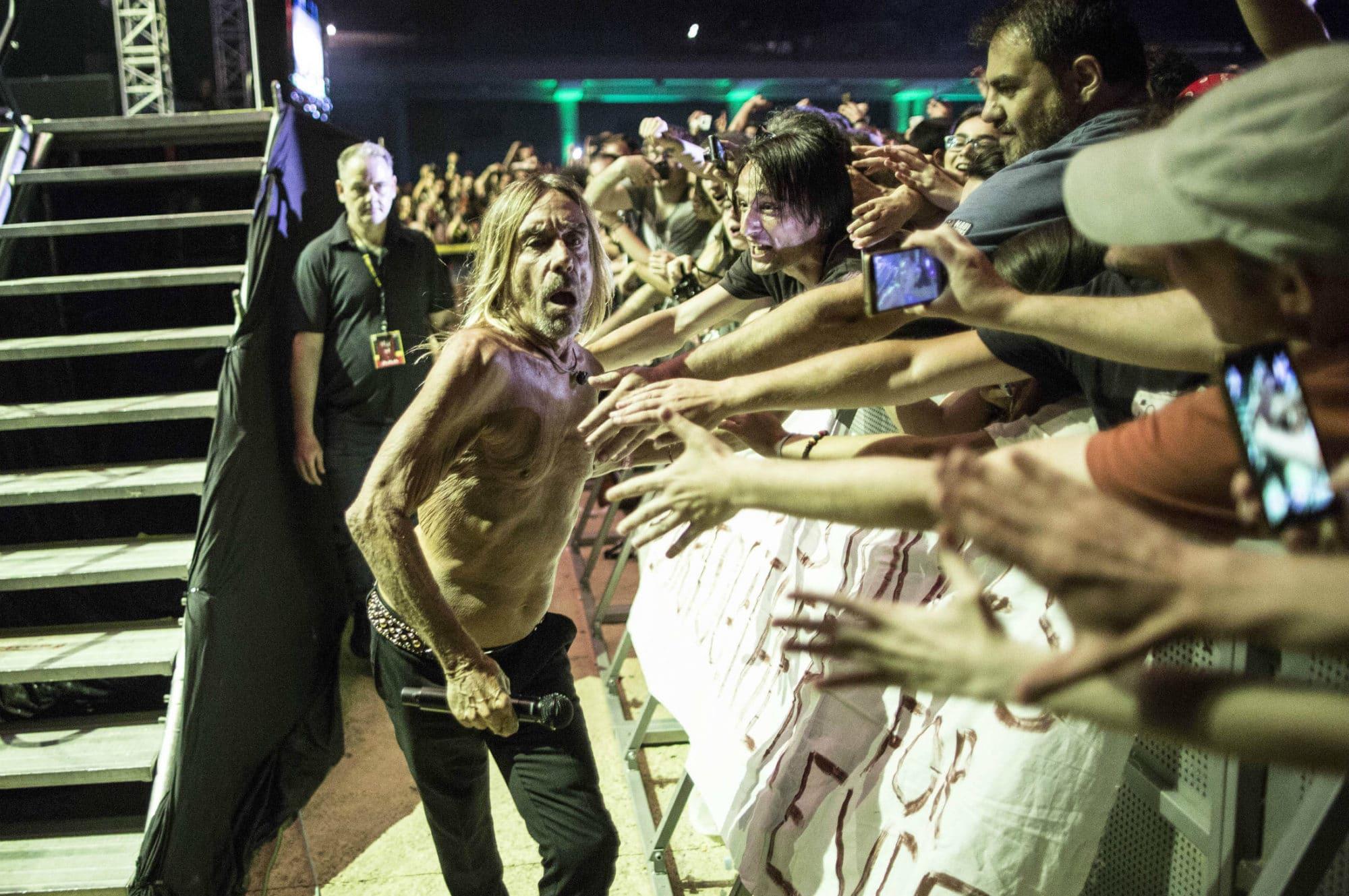 H φωτογραφία της εβδομάδας ανήκει δικαιωματικά στον Iggy Pop - τι έγινε στο live του και σε αυτό του Damian Marley (pics)