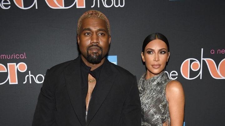 Kanye West: Αντί να βλέπει την παράσταση, έστελνε μηνύματα με το κινητό