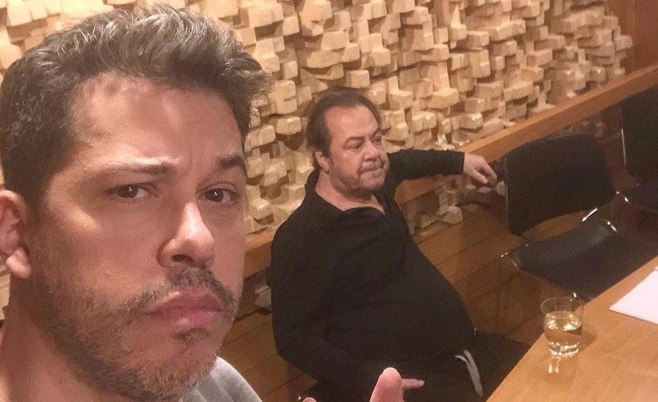 Γιάννης Πάριος - Χάρης Βαρθακούρης μαζί στο στούντιο! Ποιος είναι ο τίτλος του κομματιού που ερμηνεύουν πατέρας και γιος
