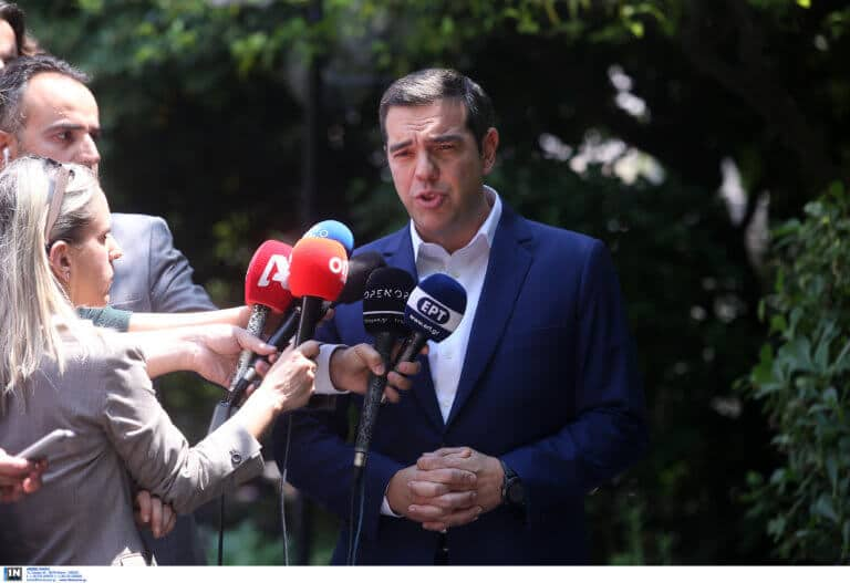 """""""Kόβει κεφάλια"""" ο... δημοκράτης Τσίπρας: Όποιος βγαίνει στον ΣΚΑΪ, βγαίνει απ' το ψηφοδέλτιο"""