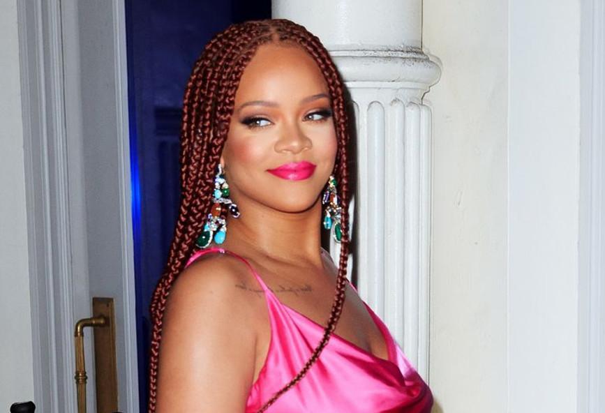 Το πιο καυτό μίνι του καλοκαιριού το φόρεσε η Rihanna (φωτογραφία)