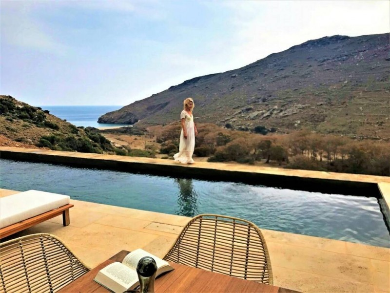 Ελένη Μενεγάκη-Μάκης Παντζόπουλος: Η ανακαινισμένη βίλα τους στην Άνδρο (φωτογραφίες)