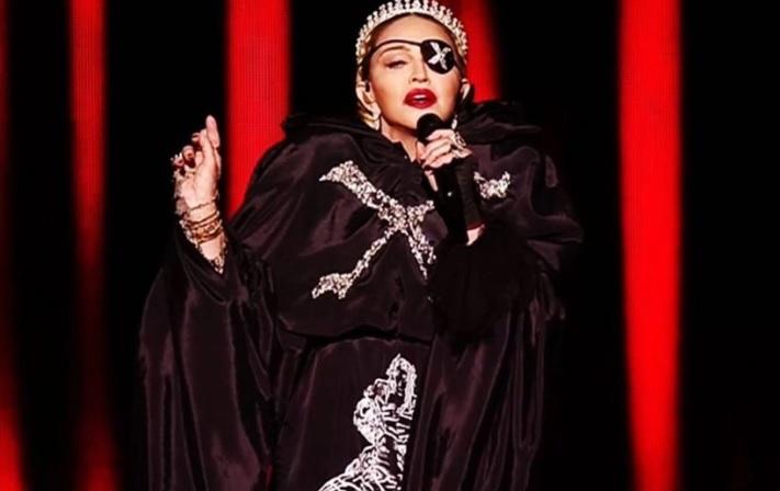 """Η """"βασίλισσα της ποπ"""" Madonna αποκαθηλώθηκε: Οι ειδικοί μιλάνε για την """"απόδοσή"""" της στην Eurovision"""