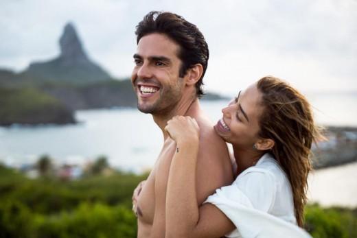 """Η σέξι σύντροφος του Ricardo Kaka παίζει """"άλλη μπάλα"""" στην Μύκονο με τα μπικίνι της (βίντεο)"""