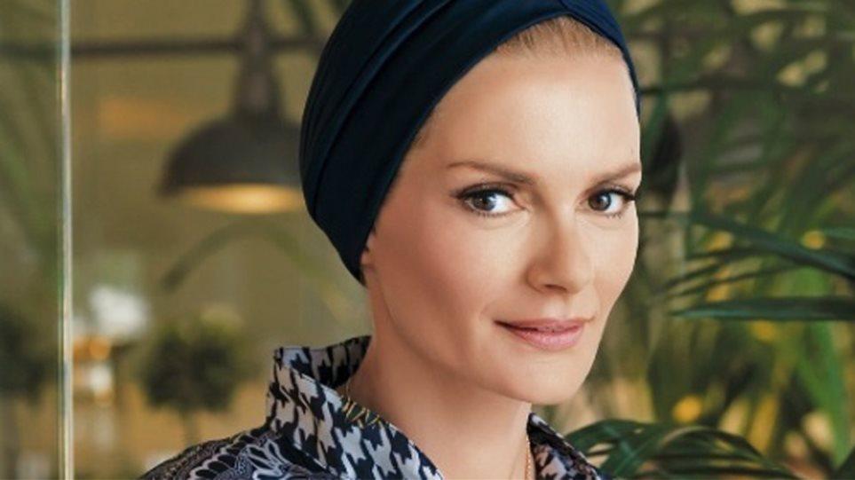 Η Έλενα Χριστοπούλου γίνεται μοντέλο για τη Ρούλα Ρέβη και κάνει fashion statement (φωτογραφία)