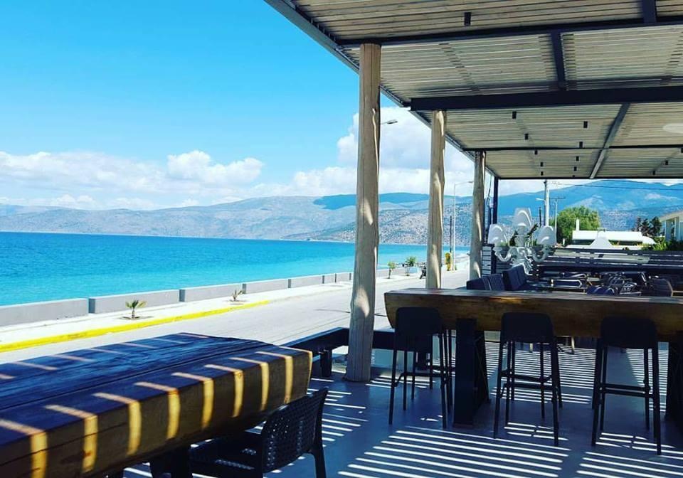 V Lounge beach bar