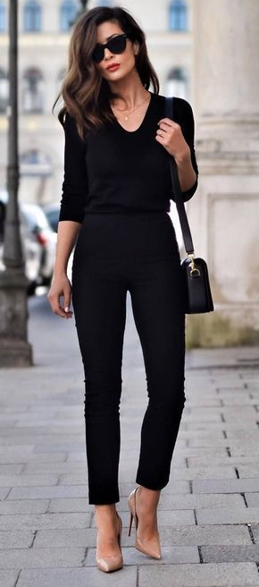Womens style: Parisian style. Fall fashion. Fall street style. P...