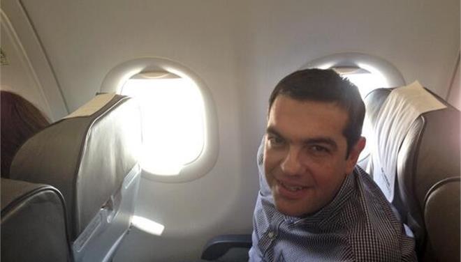 Γεια σου Τσίπρα: Ξέχασε το προσωπικό του κινητό και το απόρρητό του στο πρωθυπουργικό αεροσκάφος