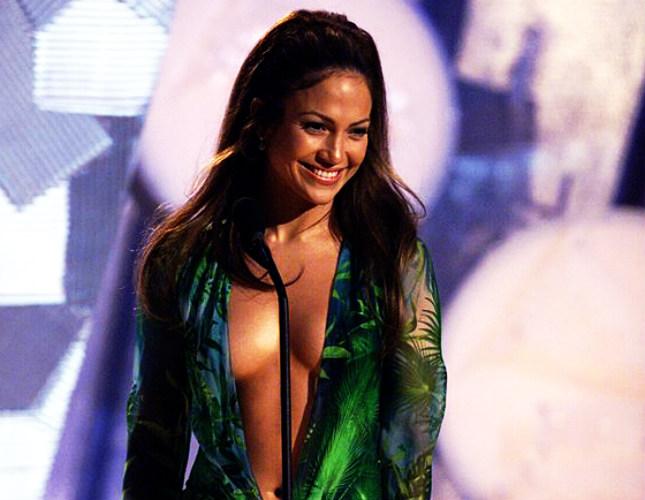 Κυρία μου, σκανδαλίζετε: 20 φορέματα που επέλεξαν διάσημες και προκάλεσαν σάλο (φωτογραφίες)