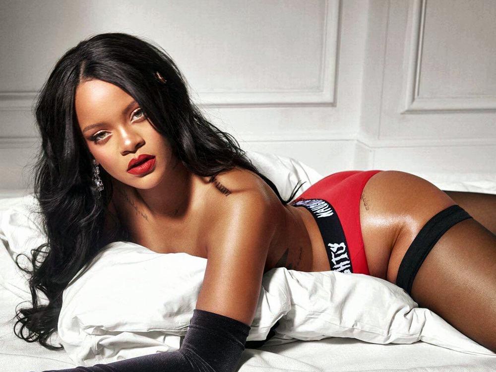 """Η Rihanna ποζάρει με τα εσώρουχά της και προκαλεί απανωτά """"εγκεφαλικά"""" (φωτογραφία+βίντεο)"""