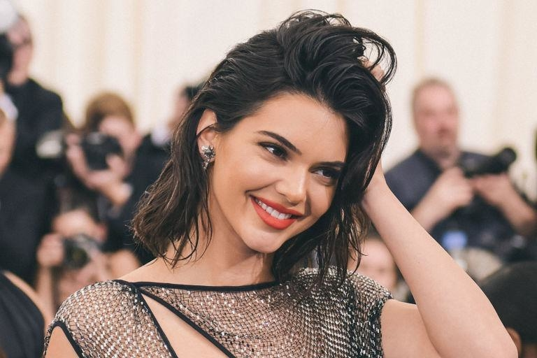 Zorba, the Greek και σπάσιμο πιάτων για την Kendall Jenner (βίντεο+φωτογραφίες)