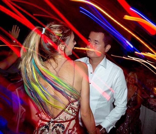 """Αcun Ilicali & πρώην σύζυγος: Αυτός, στα """"τάρταρα"""" μετά το αδύναμο κοντράτο με τον ΣΚΑΪ, αυτή, στα μέλια με το νέο της αμόρε (pics)"""