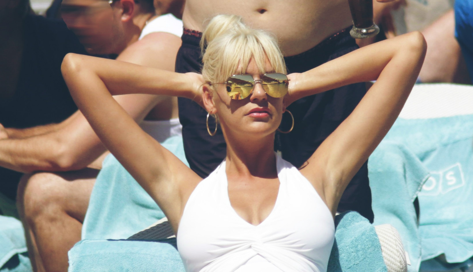 Παραλία, formal εμφάνιση ή βόλτα; Η Σάσα Σταμάτη σού έχει τη λύση: Ιχνογραφώντας το στυλ της από τα top 10 outfits της (pics)