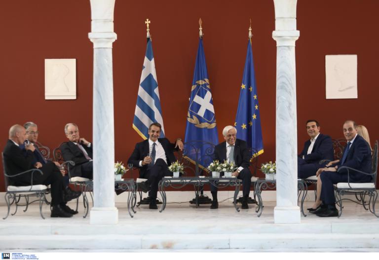 Αποκατάσταση της δημοκρατίας: Το παρασκήνιο απ' τη δεξίωση στο Προεδρικό Μέγαρο (φωτογραφίες+βίντεο)
