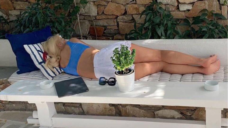 """Μη μου την Μενεγάκη τάραττε: Ποιους ενόχλησε ο ύπνος της - η """"πληρωμένη"""" απάντησή της"""