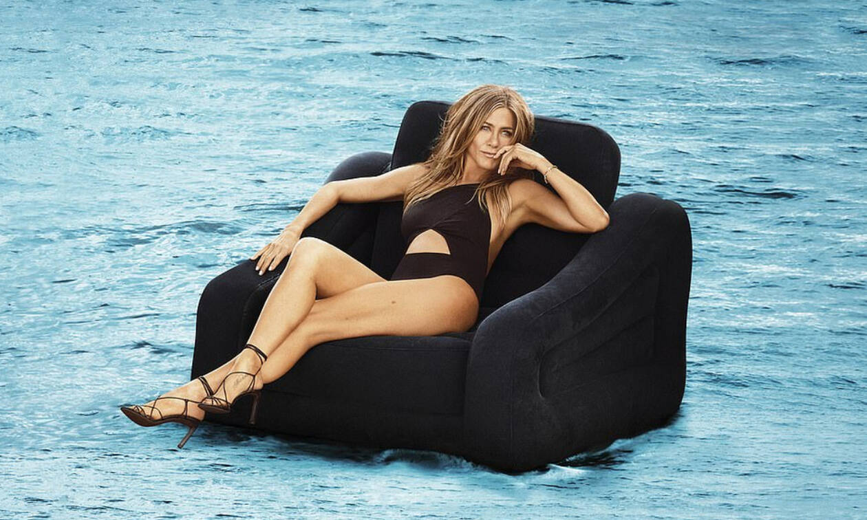 H Jennifer Aniston topless, στα 50 (φωτογραφικό υλικό)
