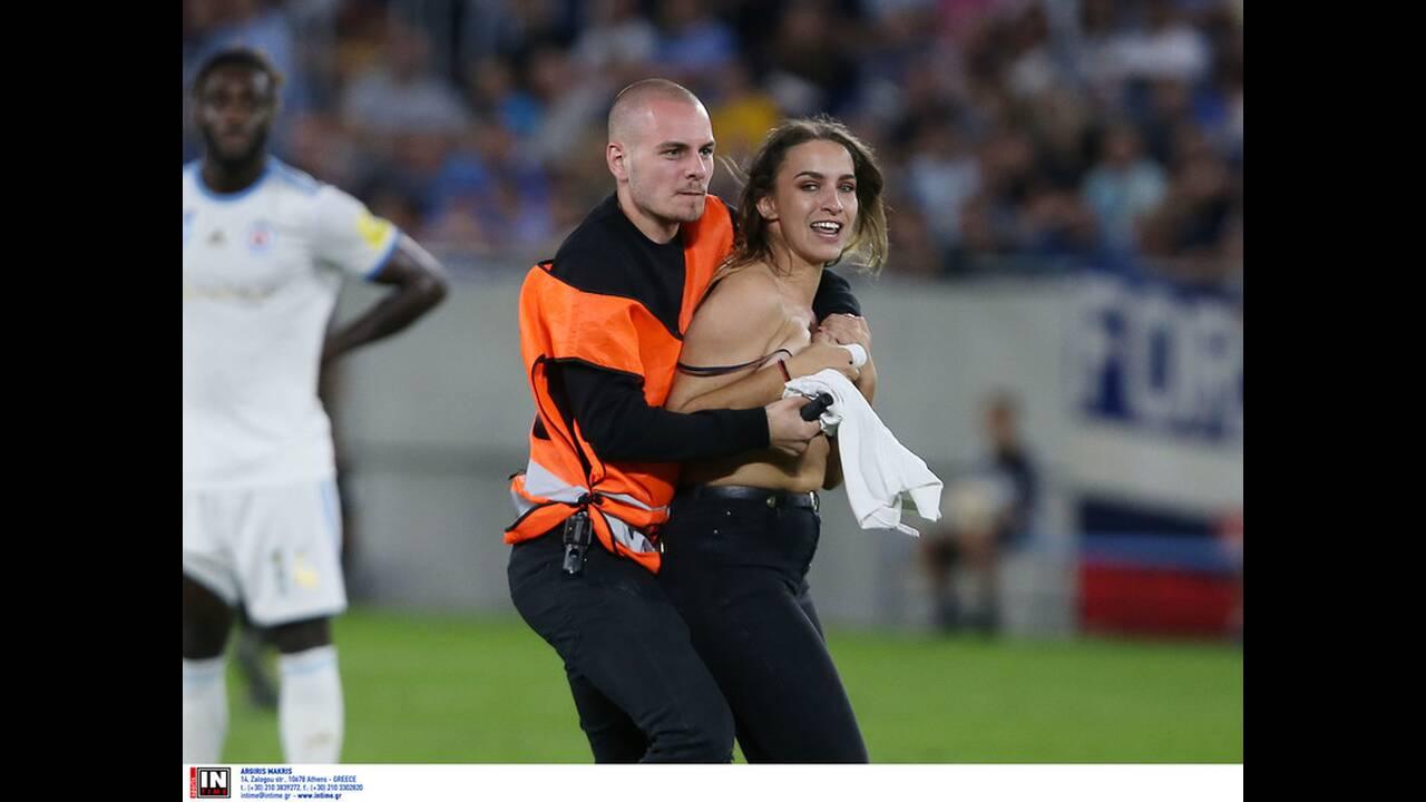 Αγώνας Σλόβαν Μπρατισλάβας - ΠΑΟΚ: Δείτε την Σαμάνθα, που έκλεψε τις εντυπώσεις και έβαλε… γκολ στις ανδρικές φαντασιώσεις