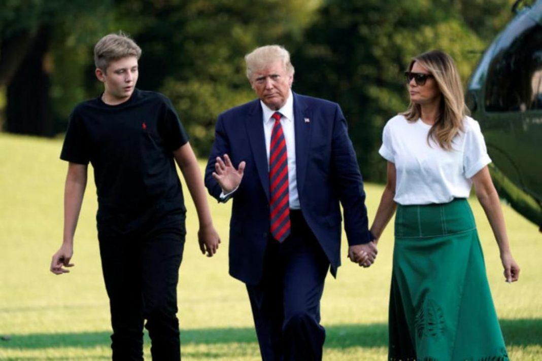 Οι Louboutin γόβες έκλεψαν τις εντυπώσεις στην επιστροφή του προεδρικού ζεύγους των ΗΠΑ από τις διακοπές…