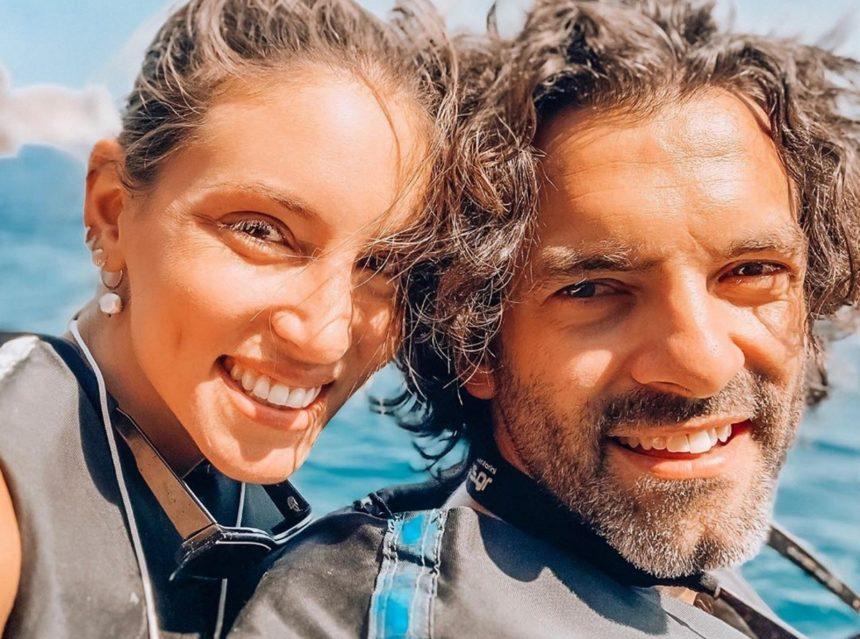 Αθηνά Οικονομάκου - Φίλιππος Μιχόπουλος: Βόλτα με jet ski στη Σαντορίνη! [εντυπωσιακές φωτογραφίες]