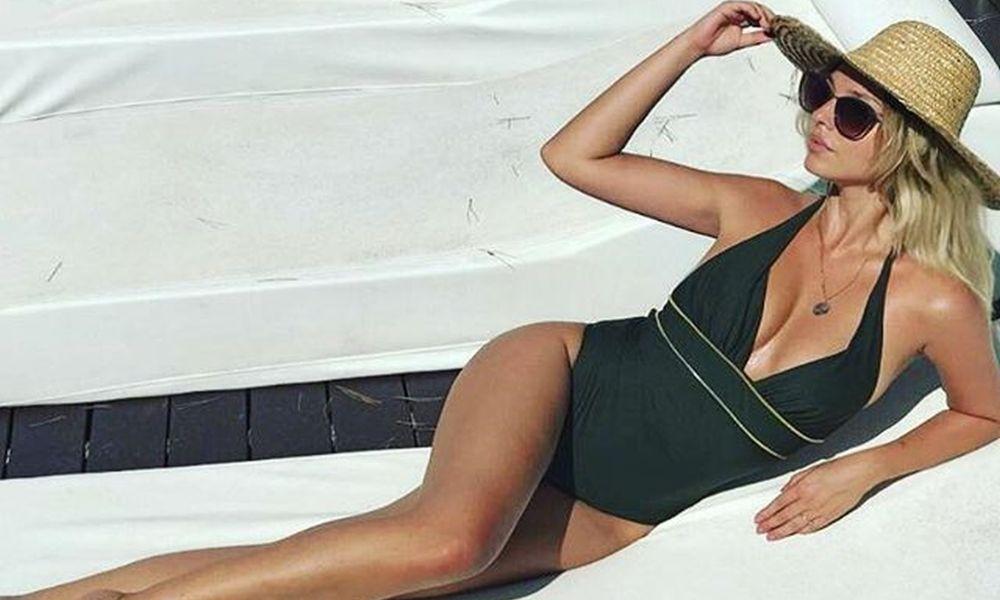 Η πανέμορφη Νοέλ ποζάρει με αέρα τοπ μόντελ και κατακτά το εξωτερικό