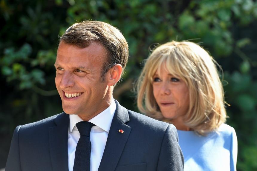 Brigitte Macron: Η πλαστική που έκανε στο πρόσωπό της και η πρώτη της δημόσια εμφάνιση