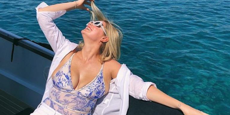 Η Κέιτ Άπτον ρουφάει τον ελληνικό ήλιο και απολαμβάνει τις διακοπές της