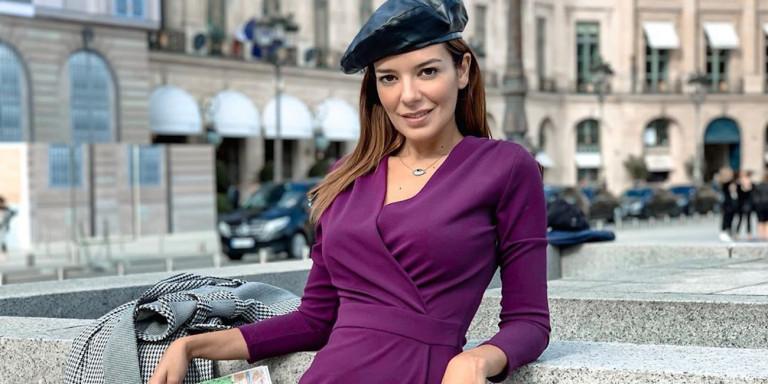 Νικολέττα Ράλλη: Στο Παρίσι με ένα πουκάμισο και σέξι ψηλές κάλτσες
