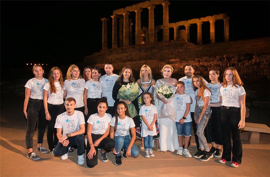 Το μοναδικό σόου της Ελληνίδας σχεδιάστριας Μαίρης Κατράντζου στο Ναό του Ποσειδώνα στο Σούνιο για τα παιδιά της «Ελπίδας»