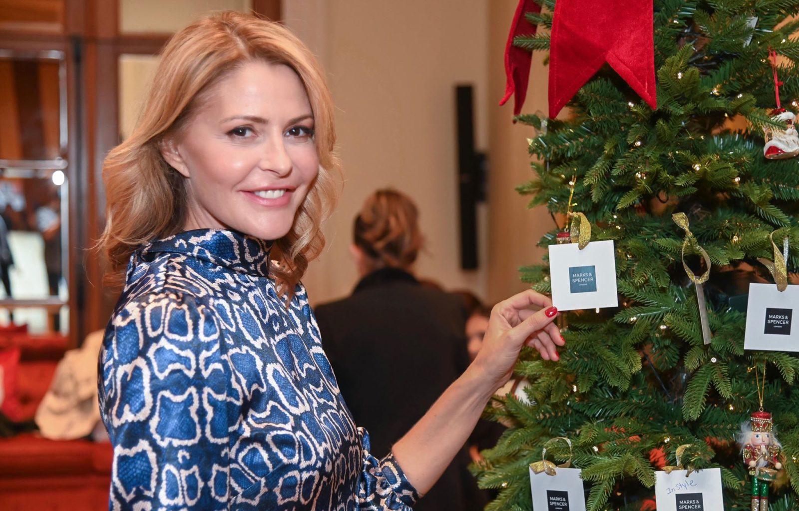 Η Τζένη Μπαλατσινού σχεδίασε δική της συλλογή ρούχων