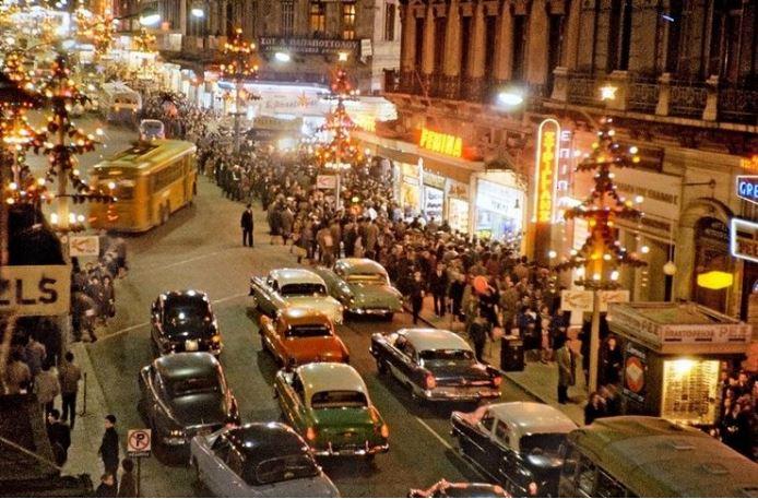 Η Αθήνα στολισμένη γιορτινά τη δεκαετία του '60