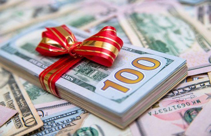 Τι χριστουγεννιάτικα δώρα κάνει ο τρίτος πλουσιότερος άνθρωπος στον κόσμο