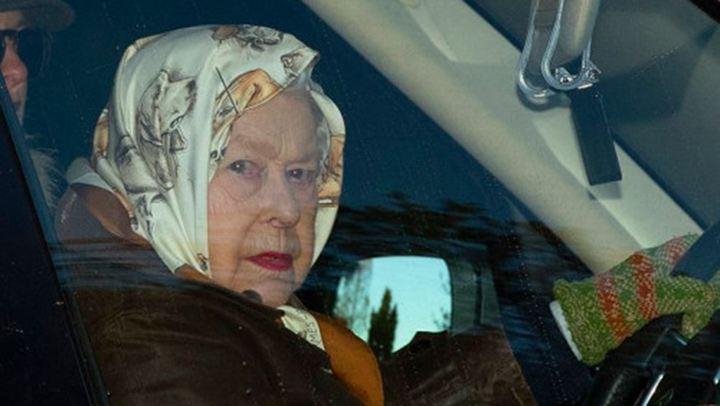 Οι πρωτες φωτογραφίες της Βασίλισσας Ελισάβετ μετά τις εξελίξεις