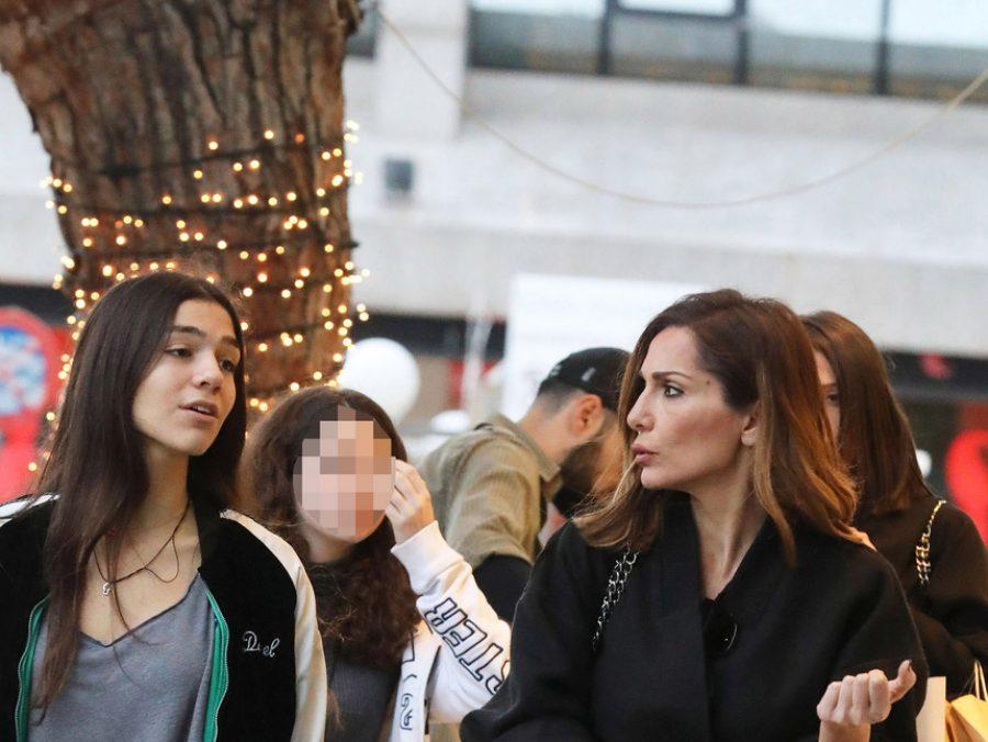 Δέσποινα Βανδή – Μελίνα Νικολαΐδη: Βόλτα για ψώνια με κομψό outfit