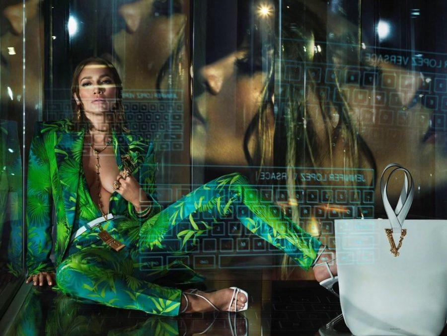 Η Τζένιφερ Λόπεζ είναι το πρόσωπο Versace για τη σεζόν Άνοιξη/Καλοκαίρι 2020