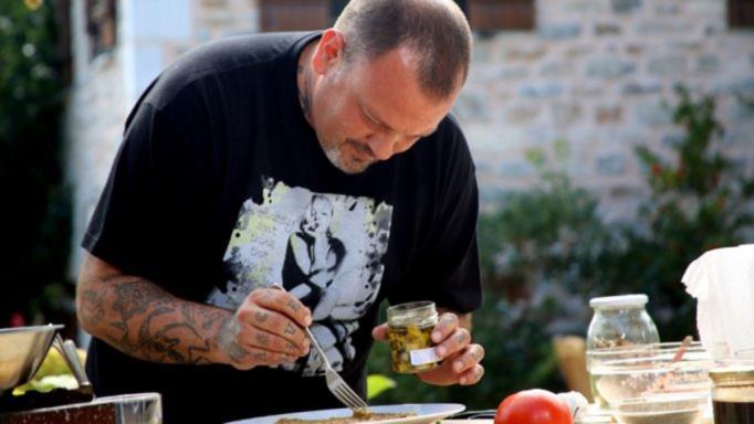 Ο Δημήτρης Σκαρμούτσος απαντά για τον Έκτορα Μποτρίνι και την εκπομπή «Εφιάλτης στην κουζίνα»