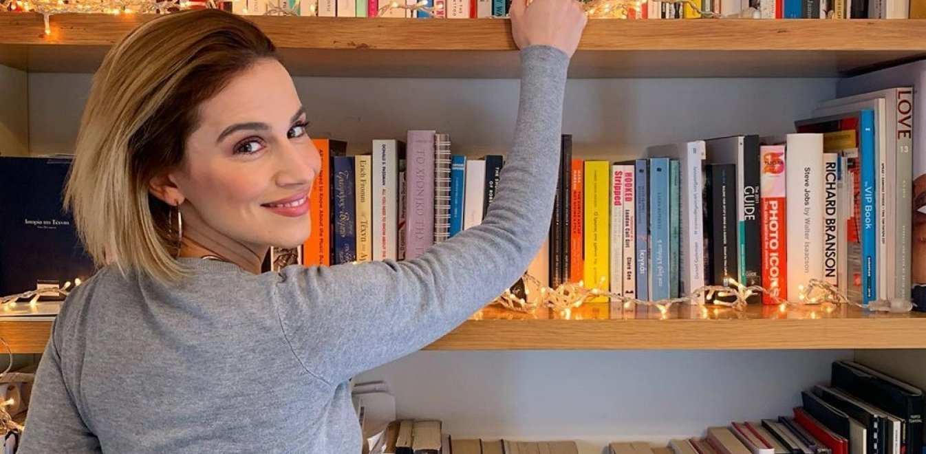 Τι διαβάζουν οι Ελληνες celebrities στην καραντίνα;
