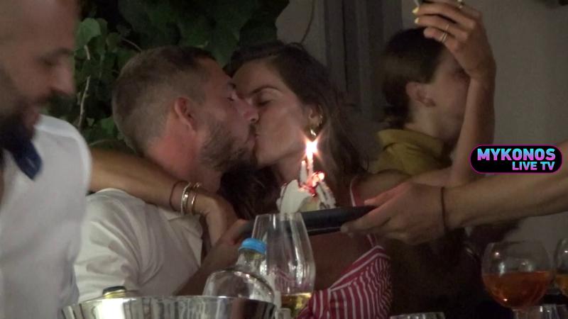 Καυτα φιλιά στο νησί των ανέμων από την Ιζαμπέλ Γκουλάρ