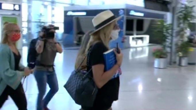 Ανθρωποκυνηγητό στο αεροδρόμιο για την Τζένη Μπαλατσινού! Οι πρώτες εικόνες με φουσκωμένη κοιλιά!