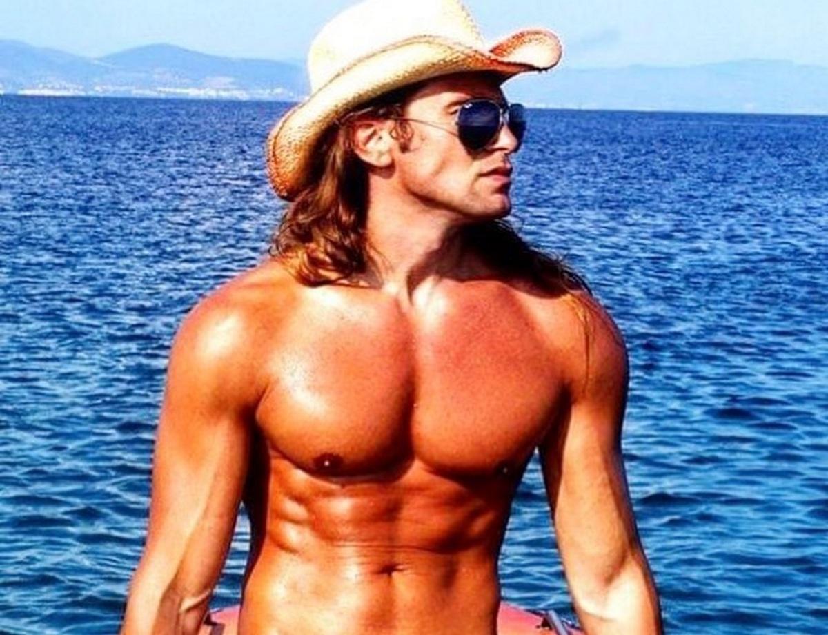 """Ο Δημήτρης Πυργίδης του Big Brother, έχει το πιο """"καυτό"""" instagram – Oι πόζες του με celebrities!"""