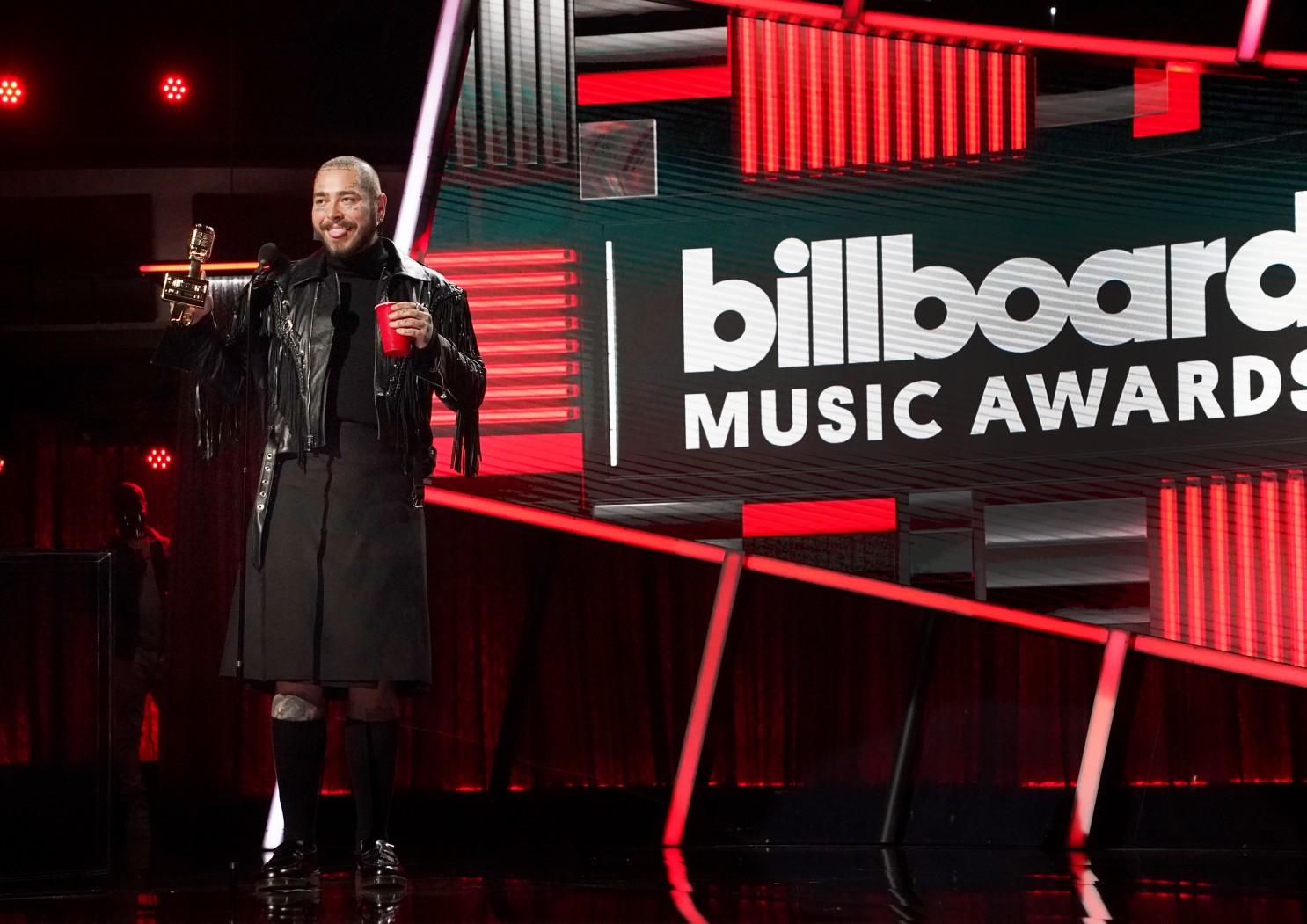 Η Μπίλι Άιλις κι ο Ποστ Μαλόουν έγραψαν ιστορία στα μουσικά βραβεία Billboard 2020