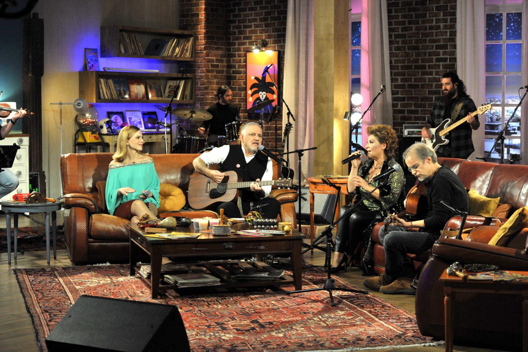 Ο Μίλτος Πασχαλίδης και η Γιώτα Νέγκα, σε τραγούδια που μας ενώνουν, στο «Μουσικό κουτί»
