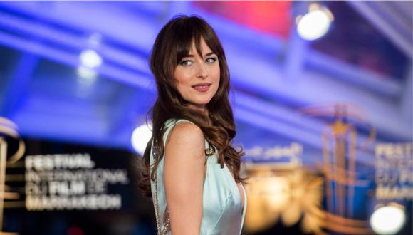 Dakota Johnson: Άφησε για λίγο τα γυρίσματα για να απολαύσει την μαγεία των Σπετσών